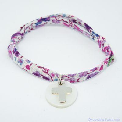 Bracelet personnalisé en Liberty, croix en argent sur pastille de nacre blanche