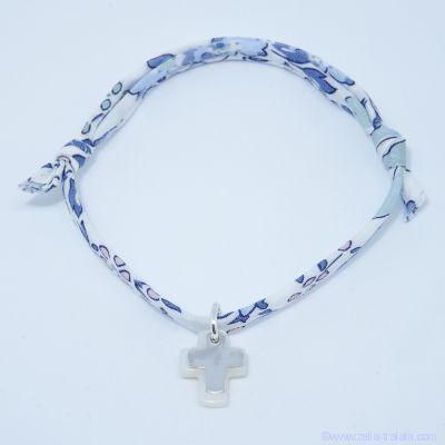 Bracelet personnalisé en Liberty,  croix argent sur croix de nacre blanche