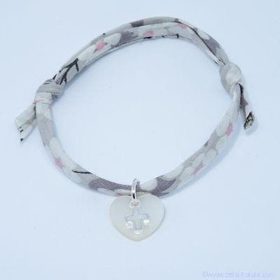 Bracelet personnalisé en Liberty,  mini croix sur petit cœur de nacre