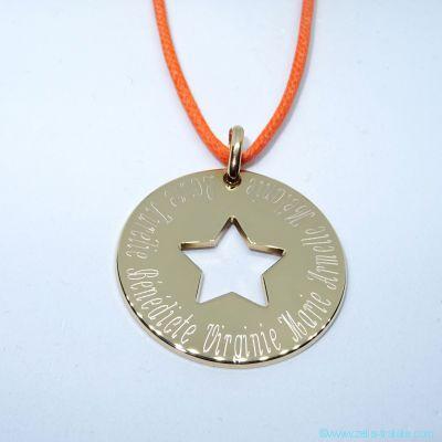 Grande médaille évidée d'une étoile en plaqué or