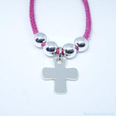 Pendentif petite croix et ses perles sur cordon, en argent