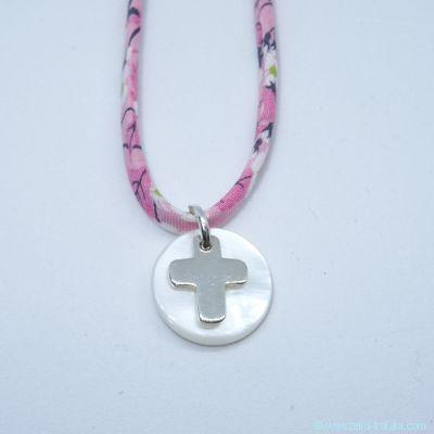 Mini-croix en argent et sa nacre blanche, sur Liberty