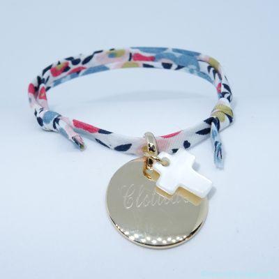 Bracelet personnalisé médaille plaqué or et croix en nacre sur Liberty