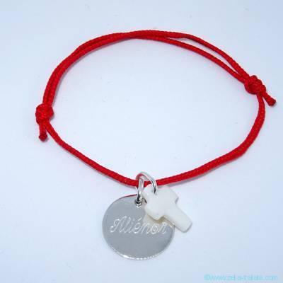 Bracelet personnalisé médaille argent et croix en nacre sur cordon, fermoir T