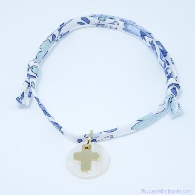 Bracelet personnalisé en Liberty, croix plaqué or sur pastille de nacre blanche