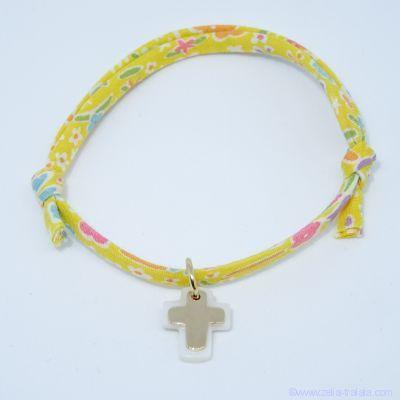 Bracelet personnalisé en Liberty,  croix plaqué or sur croix de nacre blanche