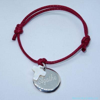 Bracelet personnalisé médaille argent et croix en nacre sur cordon