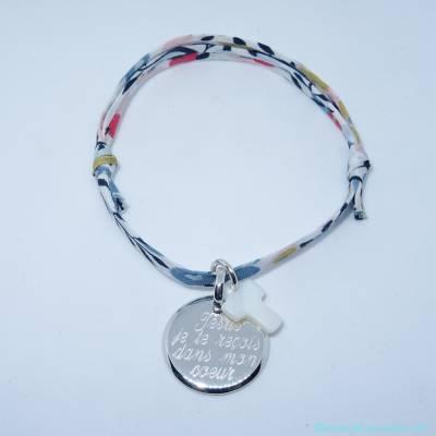 Bracelet personnalisé médaille argent et croix en nacre sur Liberty
