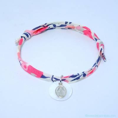 Bracelet personnalisé en Liberty, mini médaille Miraculeuse sur pastille de nacre blanche
