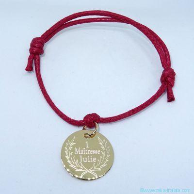 Bracelet personnalisé une breloque plaqué or sur cordon