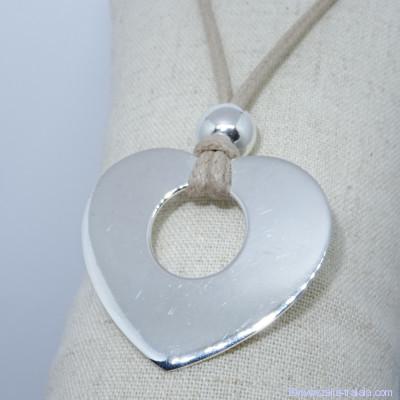Pendentifs personnalisés : le grand cœur argent avec perle