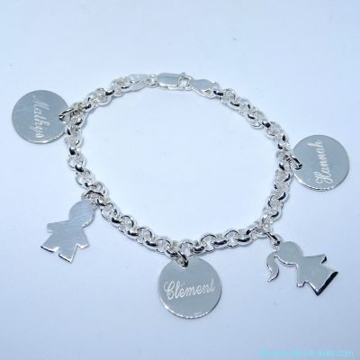 Bracelet personnalisé en argent cinq breloques